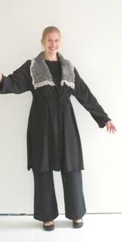 Mantel mit grauem Filzkragen