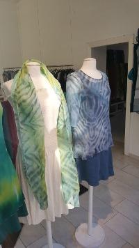 Atelier-Samstag - Musterbilder: Shibori Schals aus Baumwollorgandy und Shibori Shirt aus Seide