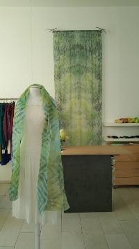 Atelier-Samstag - Musterbilder: Shibori Schals aus Baumwollorgandy und Shibori Wandhänger