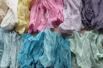 Farbenfrische - Halskrausen aus Käseleinen